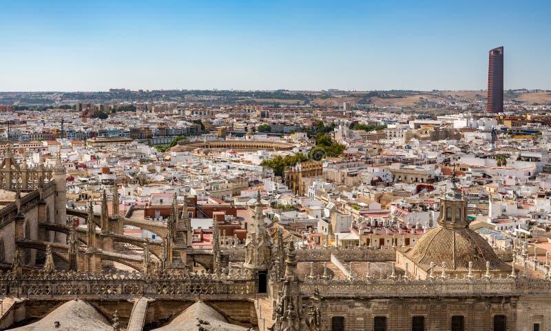 Vista aerea dell'anello del toro e della Siviglia contenuta paesaggio urbano, Spagna fotografia stock libera da diritti