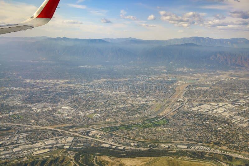 Vista aerea dell'arcadia, EL Monte, bassotto, vista dal sedile di finestra fotografia stock libera da diritti
