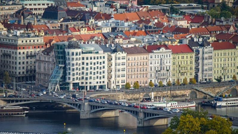 Vista aerea dell'architettura di Città Vecchia con i tetti rossi a Praga, repubblica Ceca Fiume di Vltava vecchio panorama della  fotografia stock
