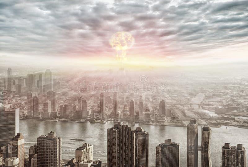Vista aerea dell'esplosione nucleare immagine stock libera da diritti