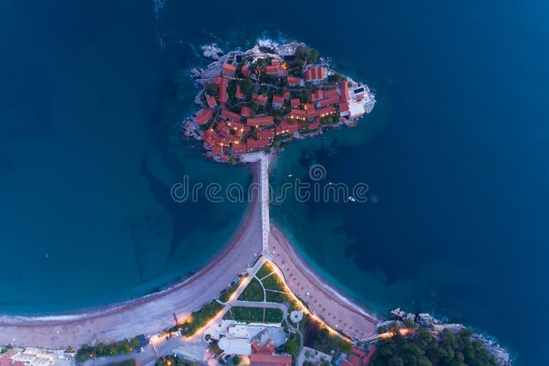 Vista aerea dell'isola in Budua, Montenegro di Sveti Stefan immagine stock
