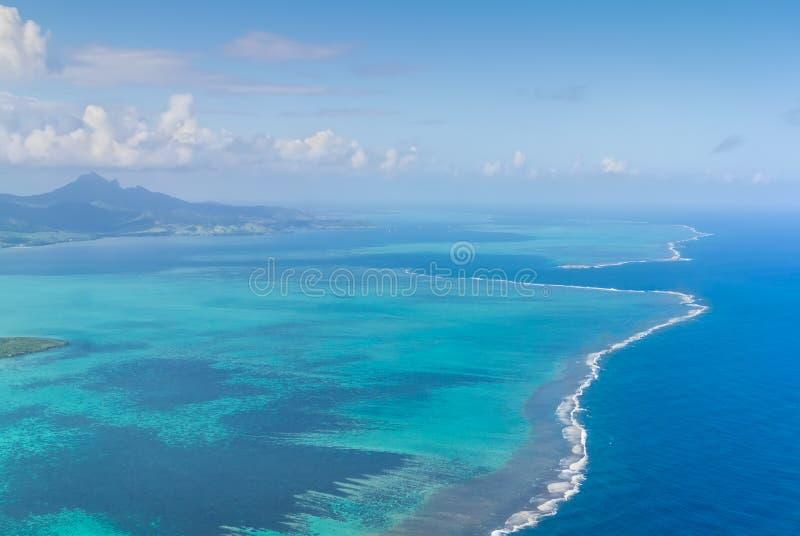 Vista aerea dell'isola della spiaggia delle Mauritius, bei colori fotografie stock