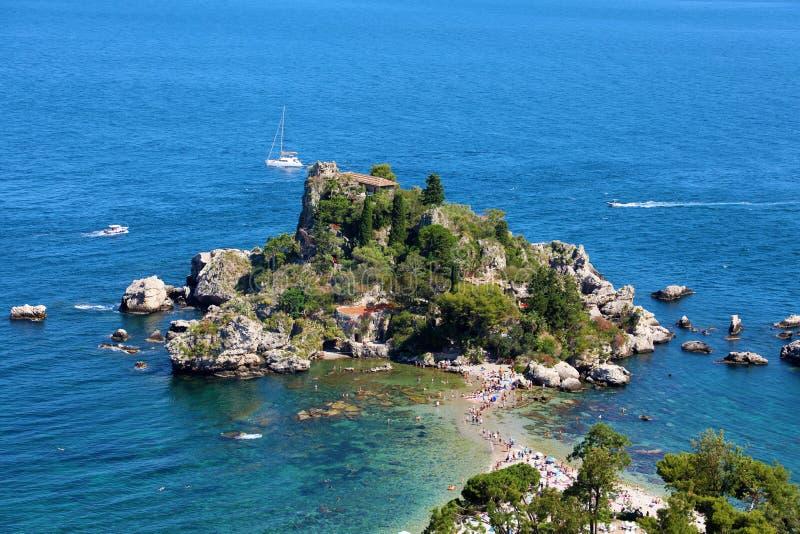 Vista aerea dell'isola di Isola Bella in Taormina, Italia fotografia stock