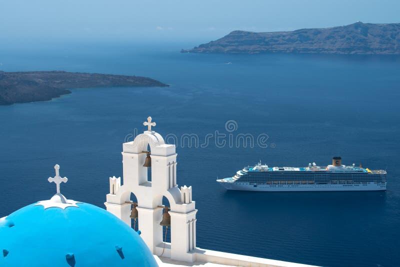 Vista aerea dell'isola di Santorini dal fuco nell'ora legale immagini stock libere da diritti