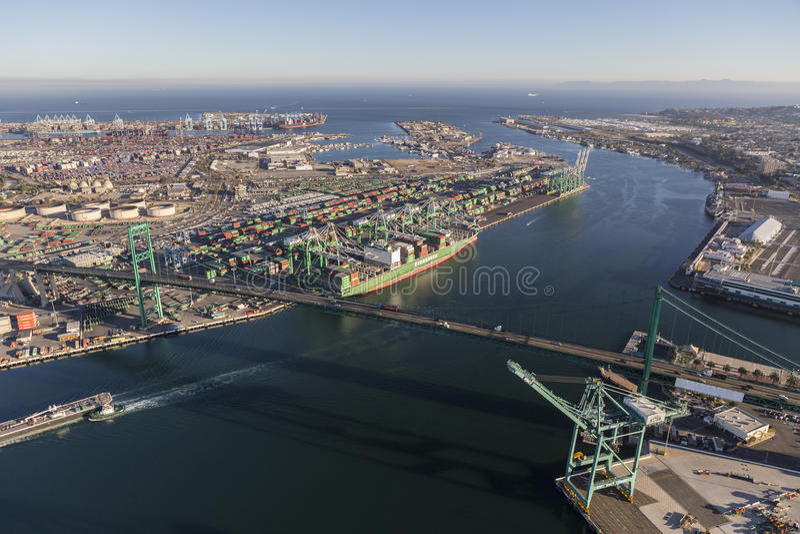Vista aerea dell'isola e del porto terminali di Los Angeles fotografia stock libera da diritti