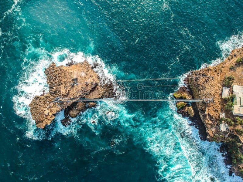 Vista aerea dell'isola dell'Indonesia Yogyakarta Pulau Timang fotografia stock libera da diritti