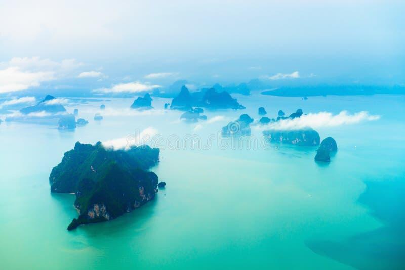 Vista aerea dell'isola tropicale fotografia stock