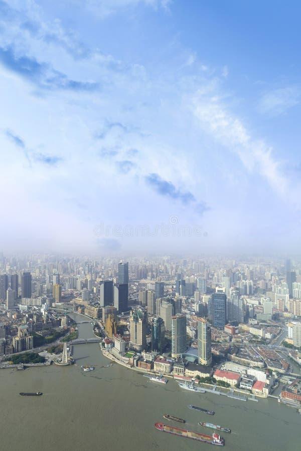 vista aerea dell'orizzonte della città di Shanghai e grattacielo moderno e H fotografia stock