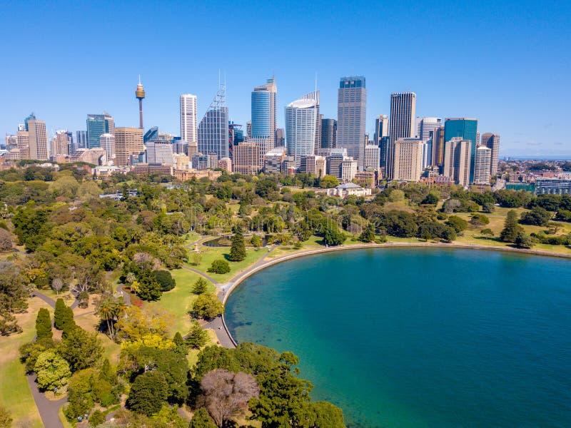 Vista aerea dell'orizzonte della città e di Sydney Harbour fotografie stock libere da diritti