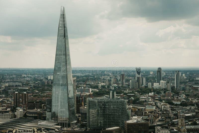 Vista aerea dell'orizzonte di Londra e del coccio, Londra, Regno Unito fotografie stock libere da diritti