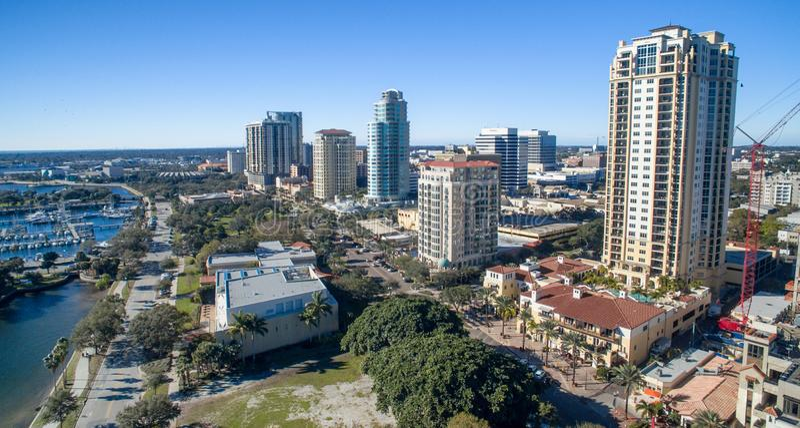 Vista aerea dell'orizzonte di St Petersburg, Florida fotografie stock libere da diritti