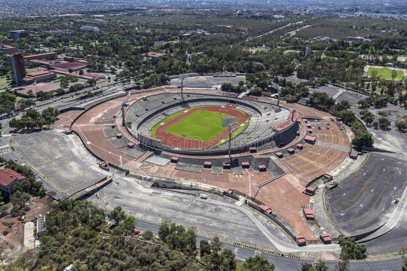 Vista aerea dell'università lo Stadio Olimpico di Messico City fotografie stock libere da diritti