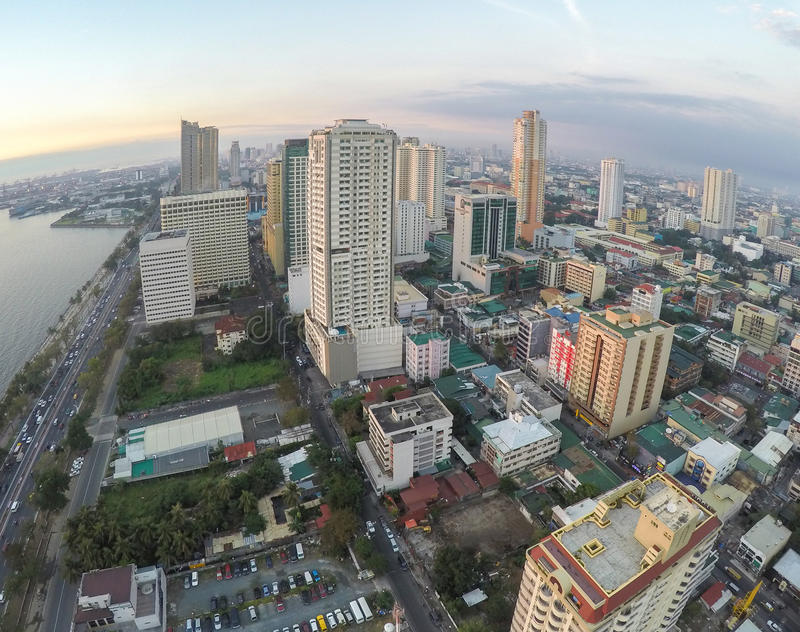 Vista aerea della baia e dei grattacieli di Manila immagine stock