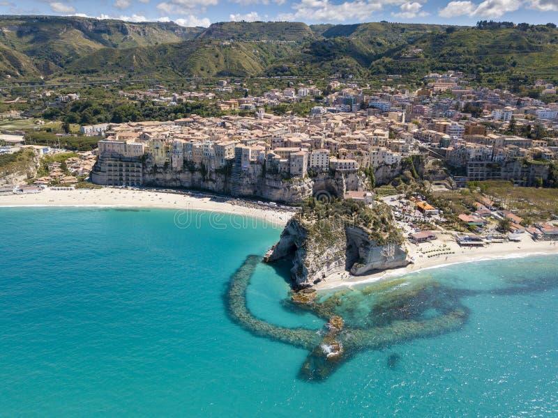 Vista aerea della bellissima città di Tropea in Calabria fotografie stock