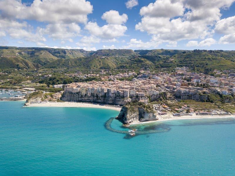 Vista aerea della bellissima città di Tropea in Calabria fotografia stock
