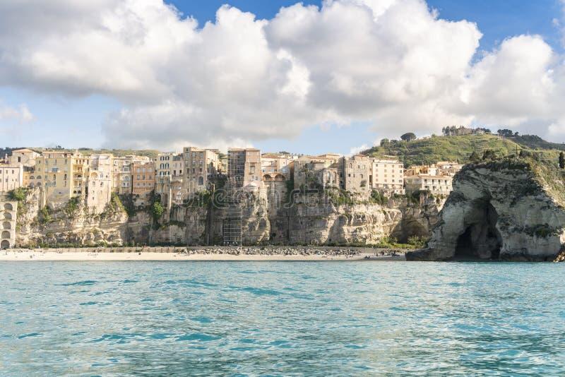 Vista aerea della bellissima città di Tropea in Calabria immagini stock libere da diritti
