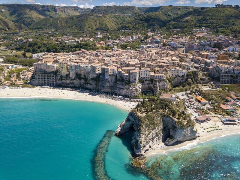 Vista aerea della bellissima città di Tropea in Calabria fotografia stock libera da diritti