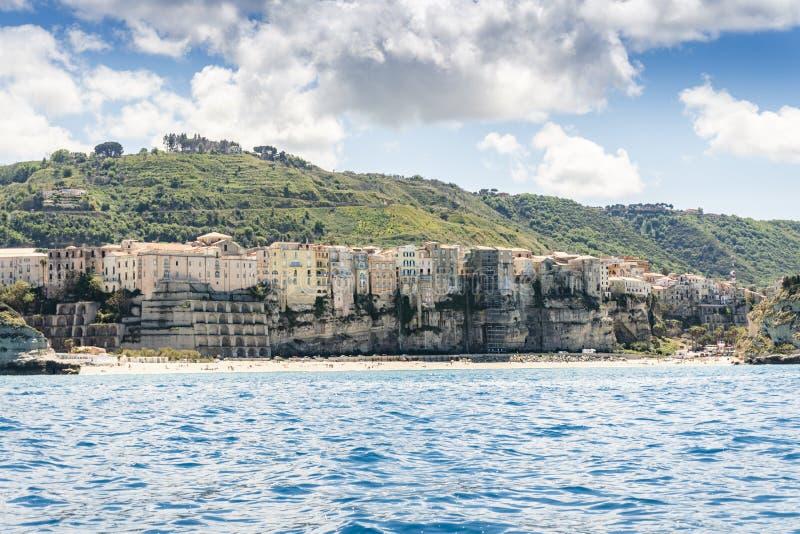 Vista aerea della bellissima città di Tropea in Calabria immagini stock
