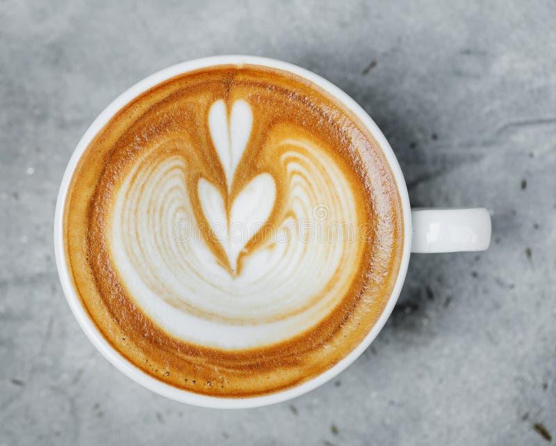 Vista aerea della bevanda calda del caffè di arte del latte fotografia stock libera da diritti