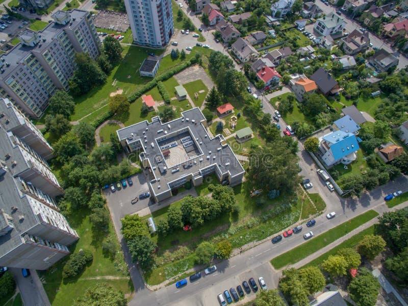 Vista aerea della casa moderna nel distretto di Eiguliai a Kaunas fotografia stock libera da diritti