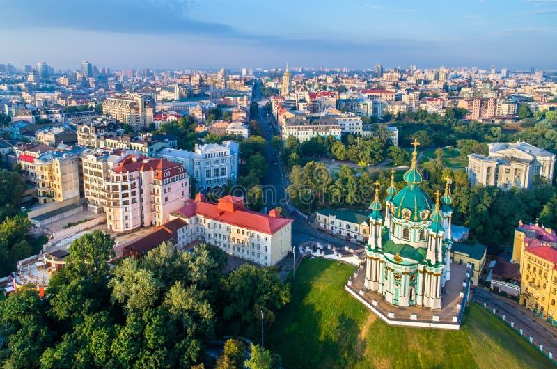 Vista aerea della chiesa di St Andrew a Kiev, Ucraina fotografie stock libere da diritti