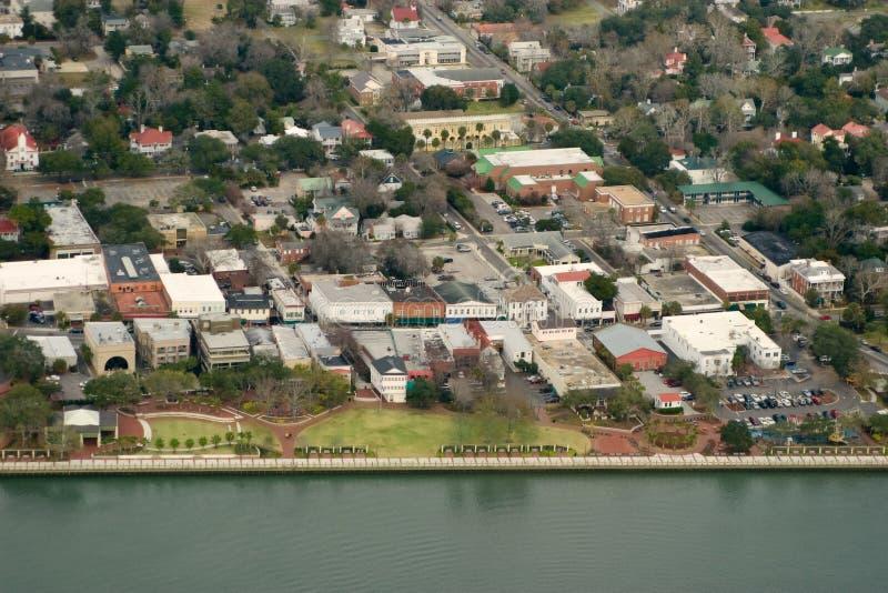 Vista aerea della città costiera fotografia stock