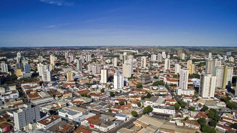 Vista aerea della città di Aracatuba nello stato di Sao Paulo in Brazi fotografia stock libera da diritti