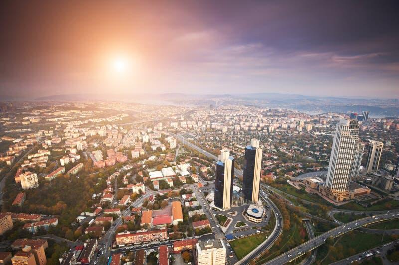 Vista aerea della città di Costantinopoli del centro con i grattacieli al tramonto immagini stock libere da diritti