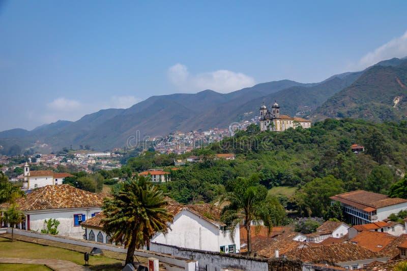 Vista aerea della città di Ouro Preto con sao Francisco de Paula Church - Ouro Preto, Minas Gerais, Brasile immagine stock libera da diritti