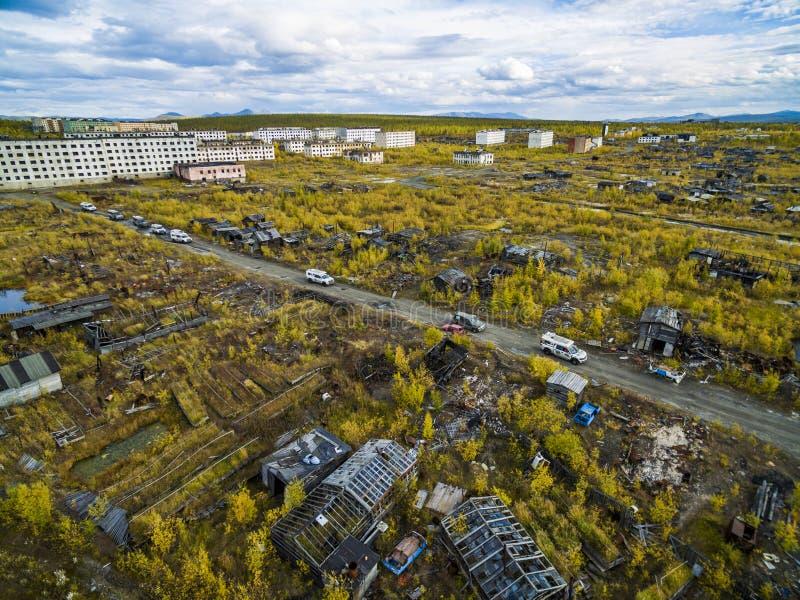 Vista aerea della citt? fantasma Kadykchan, Kolyma, regione di Magadan fotografie stock