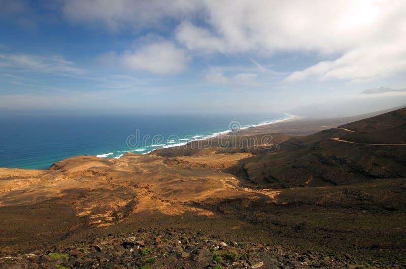 Vista aerea della costa della spiaggia e di sud-ovest di Cofete di Fuerteventur fotografia stock