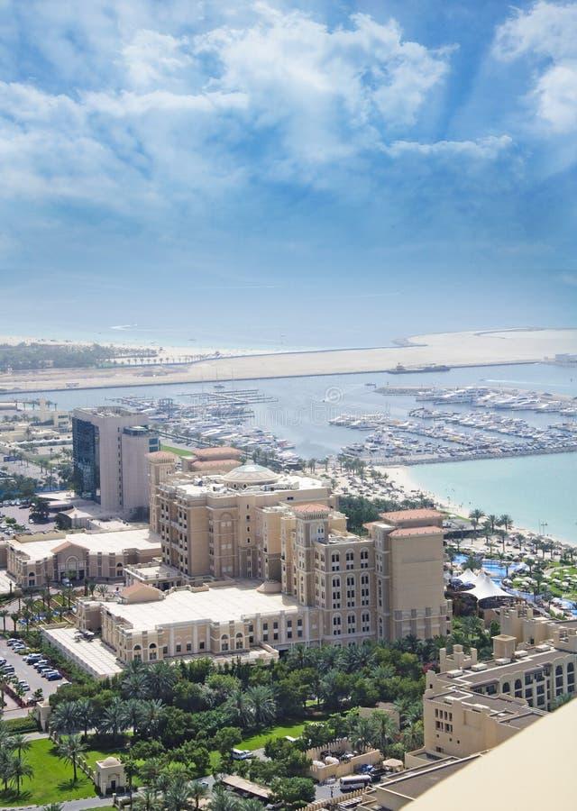 Vista aerea della Doubai con il porticciolo fotografia stock libera da diritti