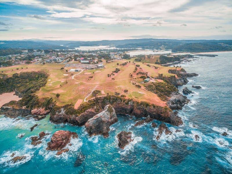 Vista aerea della linea costiera dell'oceano di Narooma, NSW, Australia fotografia stock libera da diritti