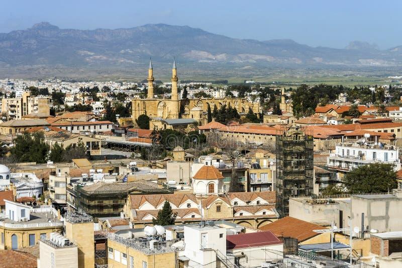 Parte settentrionale di Nicosia, Cipro, vista aerea fotografie stock