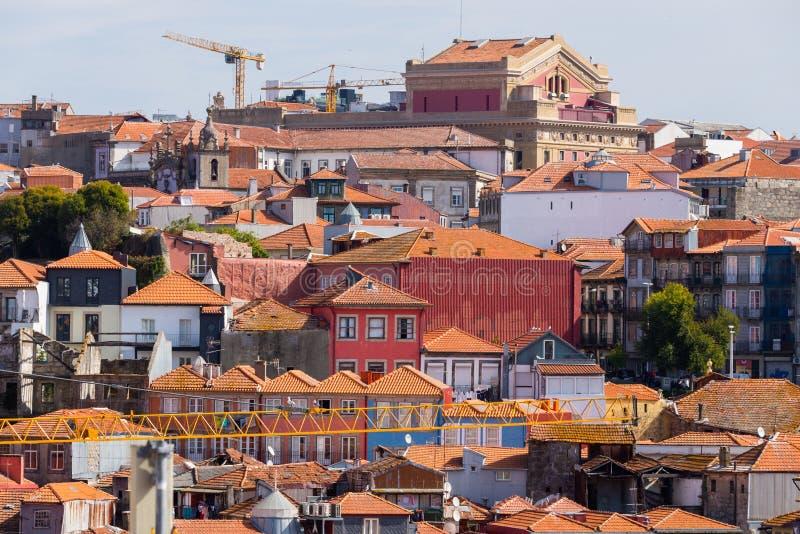 Vista aerea della passeggiata di Oporto, ribeira della vecchia città del Portogallo con le case variopinte immagine stock libera da diritti