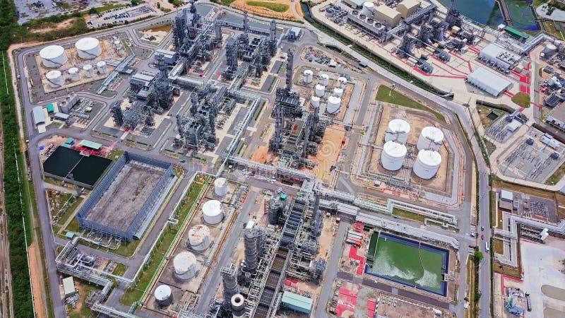 Vista aerea della raffineria di petrolio e del mare petrochimici nel concetto di organizzazione industriale in Laem Chabang, prov fotografie stock
