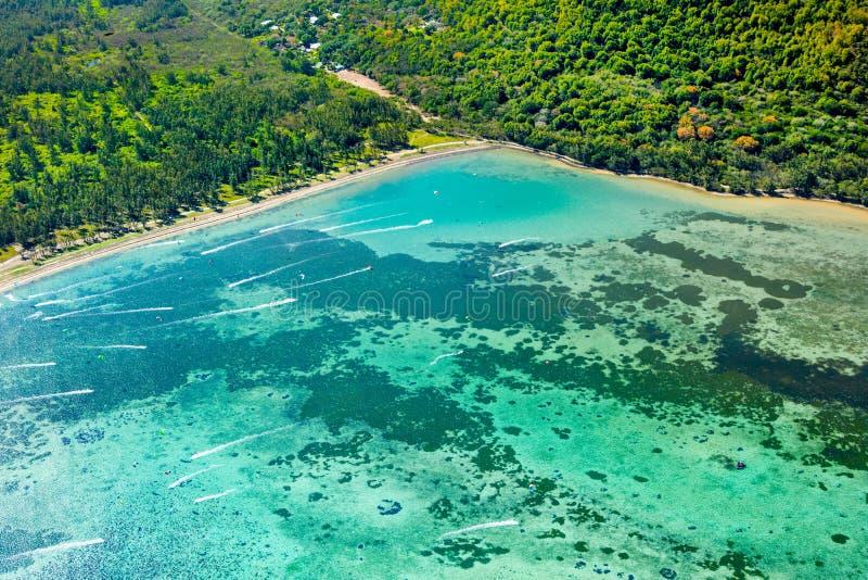 Vista aerea della scogliera dell'isola delle Mauritius immagine stock libera da diritti