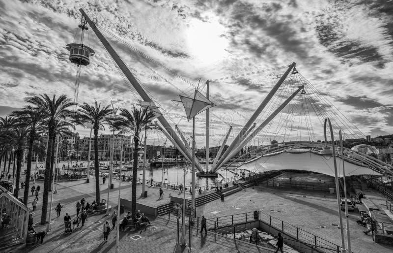 Vista aerea della struttura di tensione con il ` di Bigo del ` dell'elevatore in porto antico di Genova, Genova, Italia immagini stock