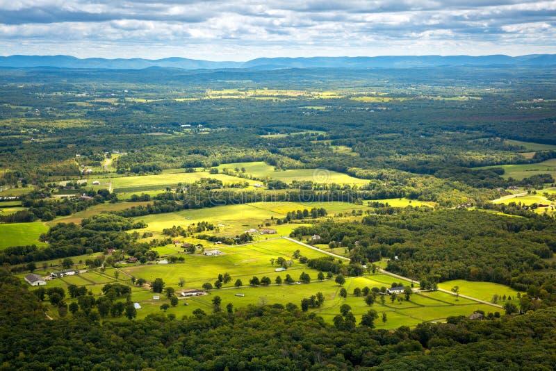 Vista aerea della terra dell'azienda agricola di Hudson Valley immagine stock libera da diritti