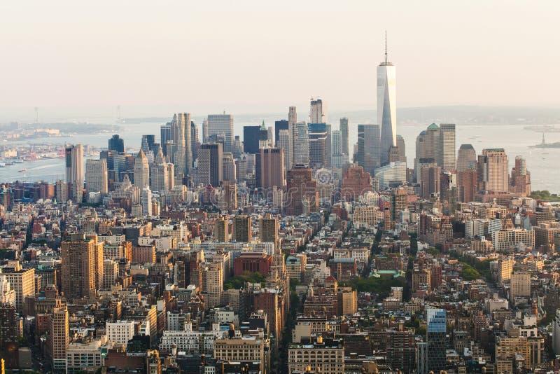 Vista aerea della via di New York Manhattan con i grattacieli Vista dall'Empire State Building al Lower Manhattan fotografia stock libera da diritti