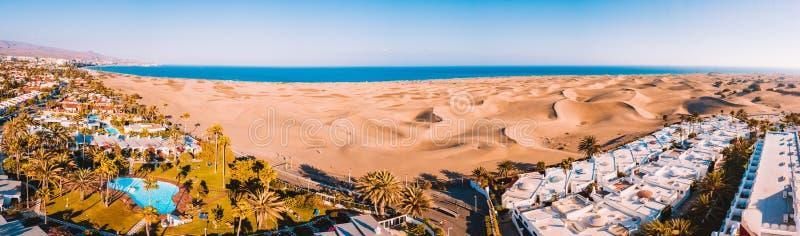 Vista aerea delle dune di Maspalomas sull'isola di Gran Canaria fotografia stock