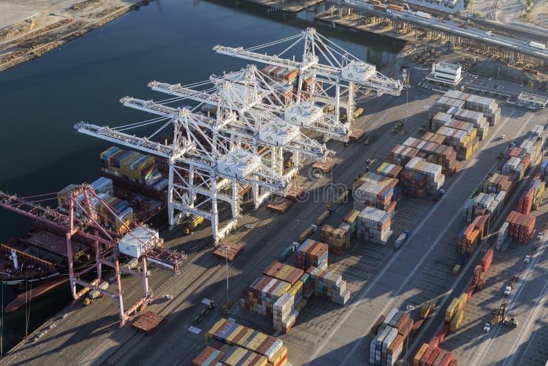 Vista aerea delle gru della porta di Los Angeles immagini stock libere da diritti