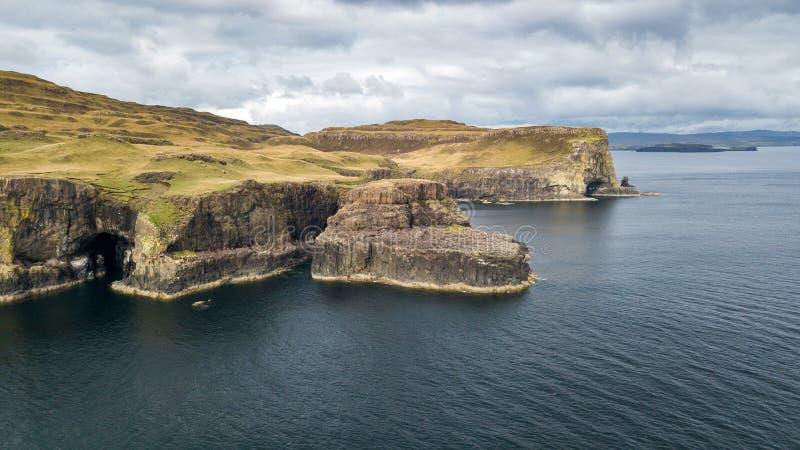 Vista aerea delle linee costiere spettacolari in Scozia immagine stock