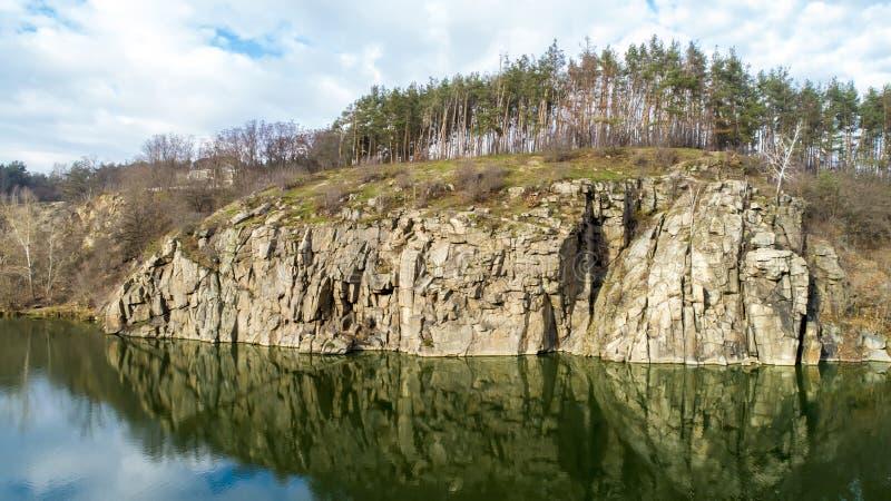 Vista aerea delle rocce Bella vista del paesaggio del fiume fotografia stock