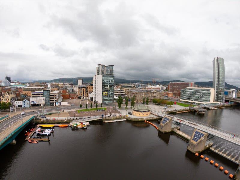 Vista aerea di Belfast, Irlanda del Nord di architettura e di costruzioni Vista sulla città da sopra immagine stock libera da diritti