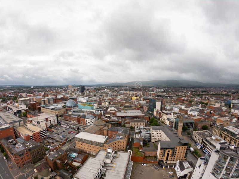 Vista aerea di Belfast, Irlanda del Nord di architettura e di costruzioni Vista sulla città da sopra immagini stock libere da diritti