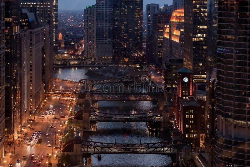 Vista aerea di Chicago del centro alla notte fotografia stock