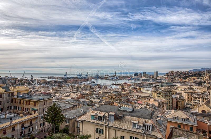 Vista aerea di Genova, Italia, il porto con il centro hiistoric, Italia fotografia stock