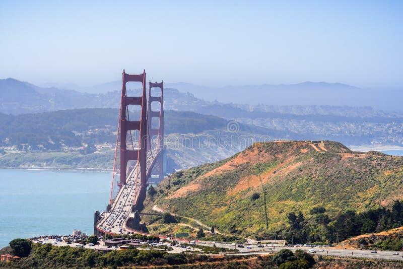 Vista aerea di golden gate bridge e dell'autostrada senza pedaggio fotografia stock libera da diritti