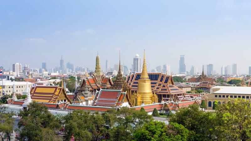 Vista aerea di grandi palazzo e Emerald Buddha Temple a Bangkok fotografie stock libere da diritti